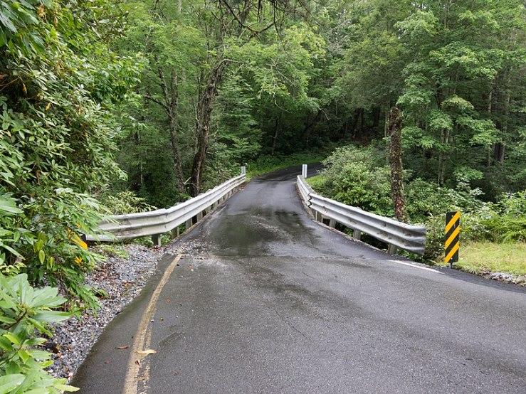 800px-Single_lane_bridge_over_the_Horsepasture_River_-_panoramio.jpg